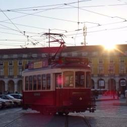 Tram in Lissabons Altstadt