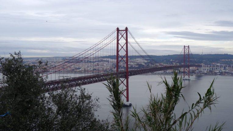 "Die ""Ponte 25 de Abril"""