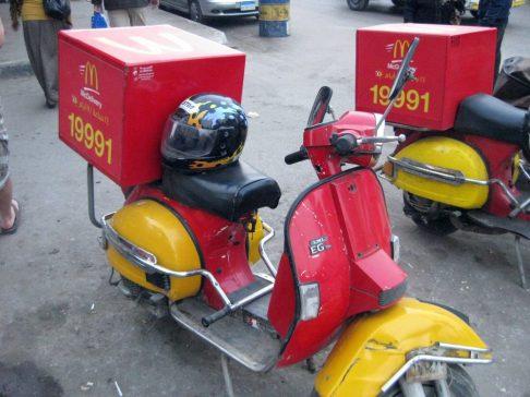 MC Donalds Moped in Kairo